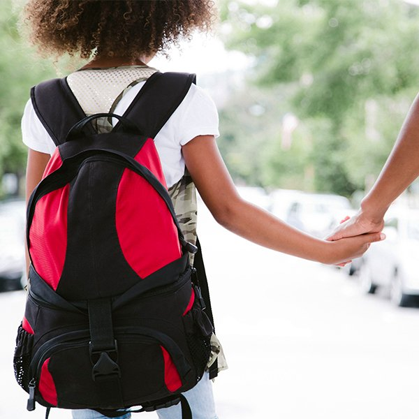 Má escolha da mochila escolar prejudica crianças